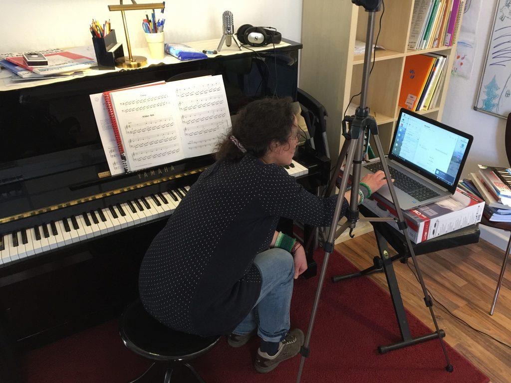 Klavier Online Unterricht bei Musicbrig